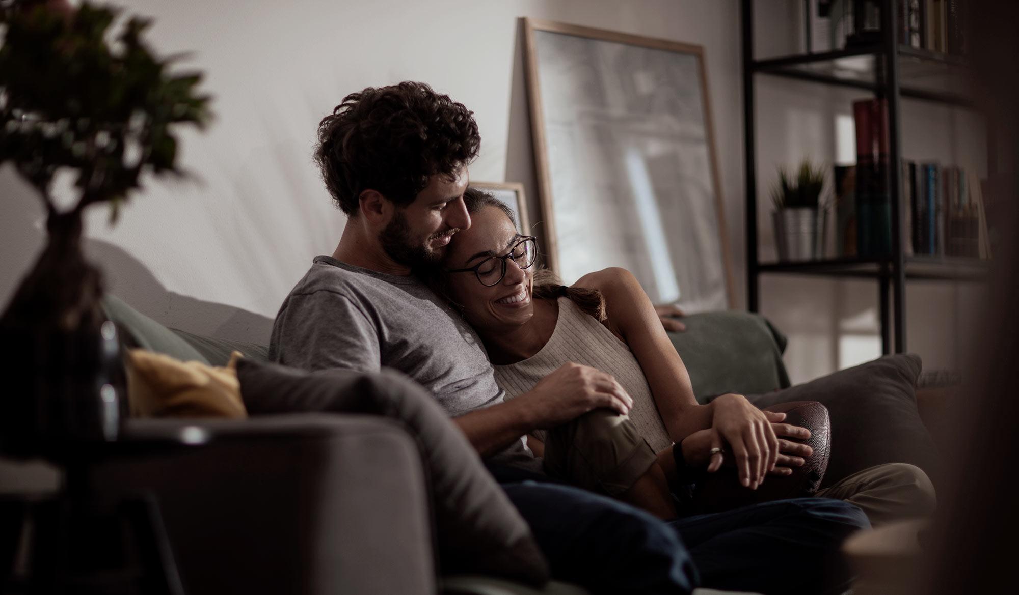 couple sur canapé